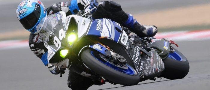 Man på en Yamaha